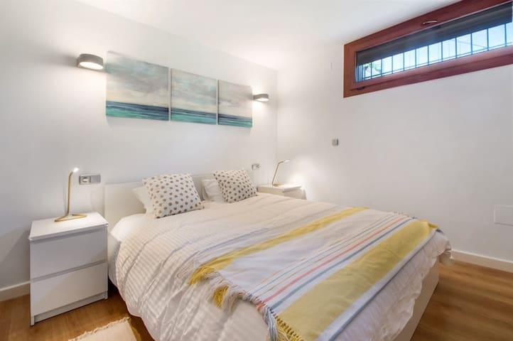 Secondary master bedroom.