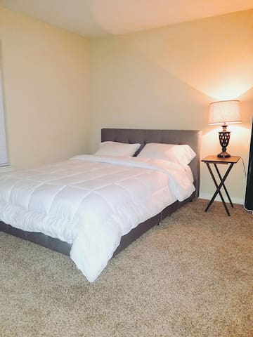 Clean 1BR by NRG Stadium/ Med Center / Rice Uni