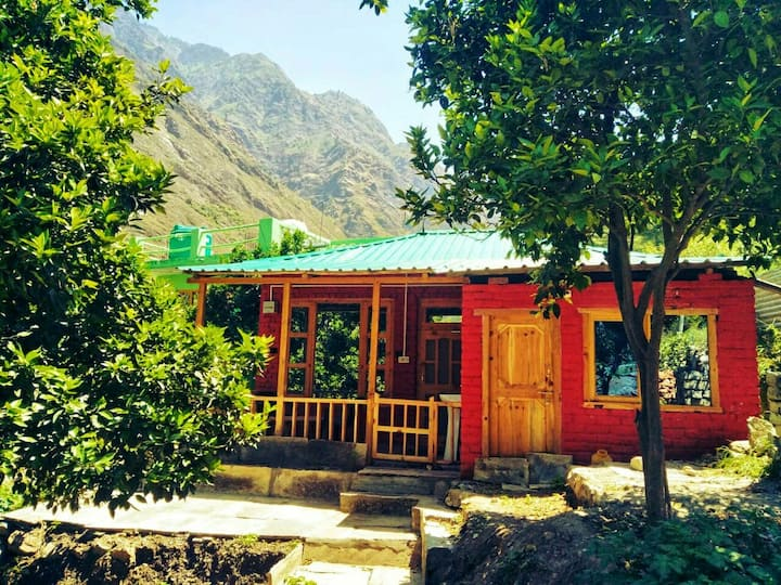 Waterfront Private Wooden Room, Tirthan Valley
