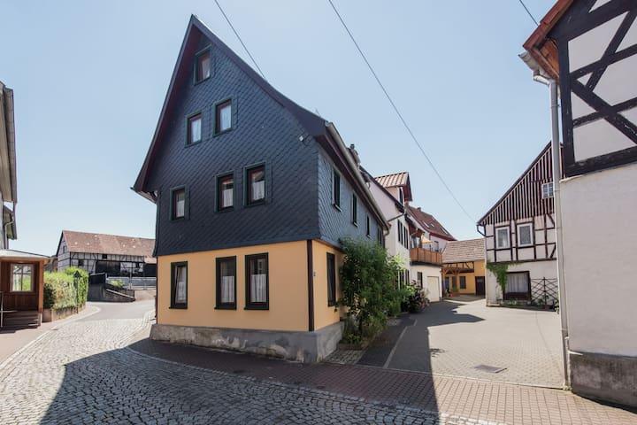 Appartement idéal à Wurtha- Farnroda Thuringe, avec barbecue