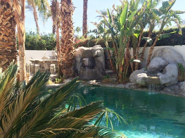 Desert Oasis with Pool (30mins to Coachella!) - Indian Wells - Huis