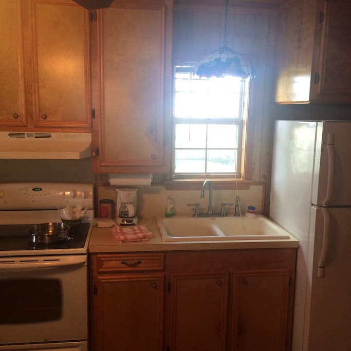 Complete kitchen , fridge, oven, sink , microwave