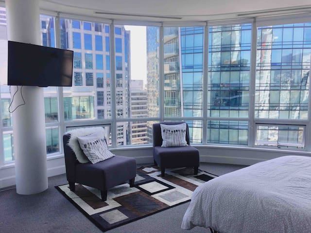 Downtown Vancouver Penthouse Private Room 3005