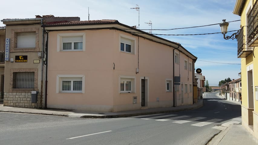 The Pink house, Aldea Real