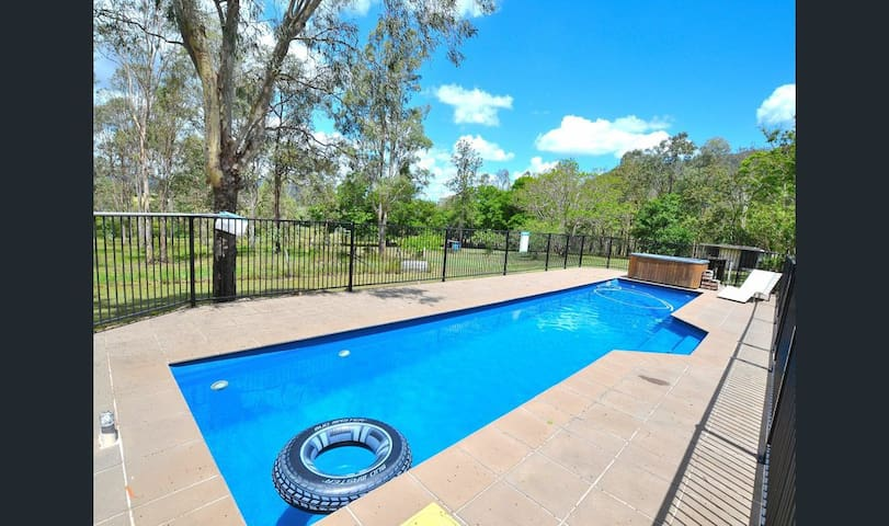 Moongalba-Mount Archer Escape, Firepit, Pool & Spa