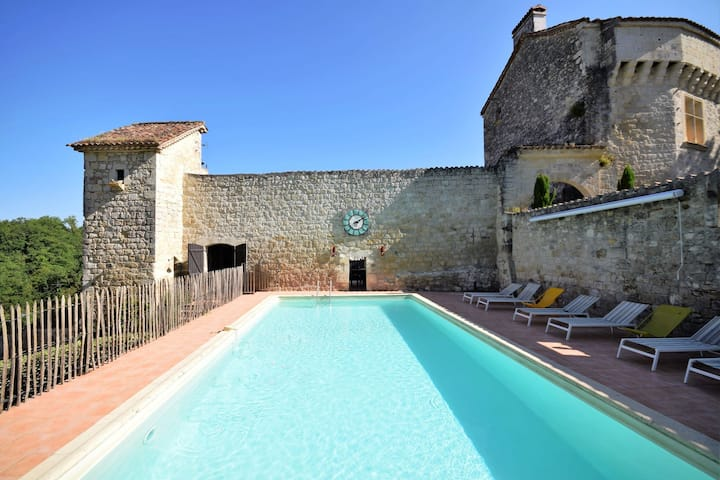 Chateau from the 12th century with modern comfort in a sublime setting.