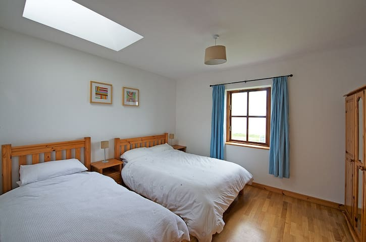 Middle Bedroom (Double & Single)