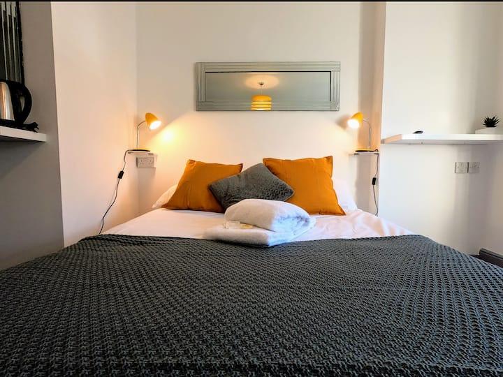 Small Double En Suite in the Heart of Kemptown