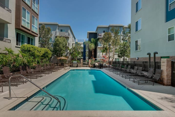 #KEY LOCATION! 2BDR HIGH FLOORS W/GREAT AMENITIES
