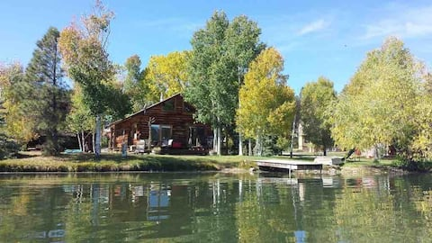 Retreat to the mts in my cozy lakefront log  cabin