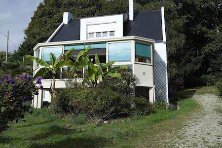Grande maison vue mer avec grand jardin clos - Roscanvel - Ev