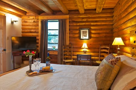 Cozy Log Cabin (Apt.) on Lookout Mountain - Lookout Mountain - Stuga