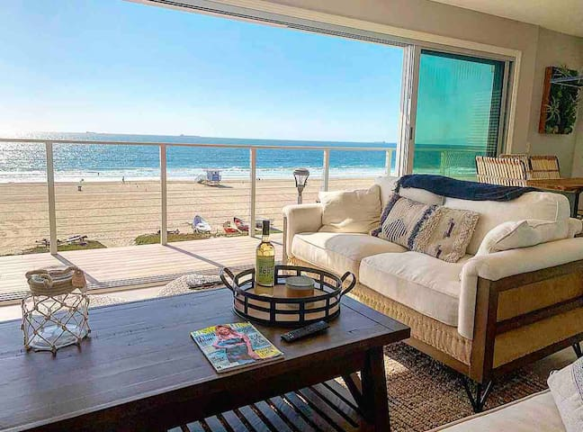 Contemporary Oasis, Frontal ocean view, The Strand