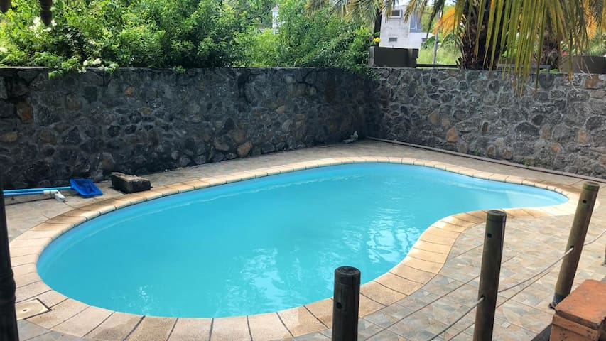 Romslig villa Med svømmebasseng
