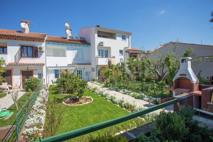 Lovely holiday house for 8 guests, in a quiet district close to the beach