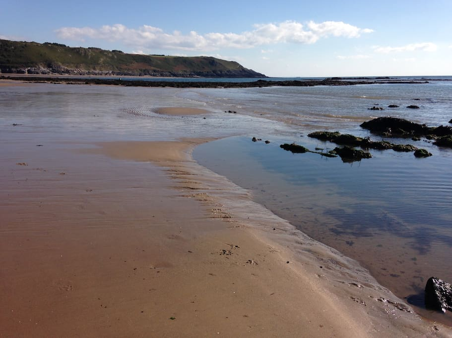 Caswell Bay, a 10 minute walk in the opposite direction to Pwll Du, with a lovey coffee shop/cafe.