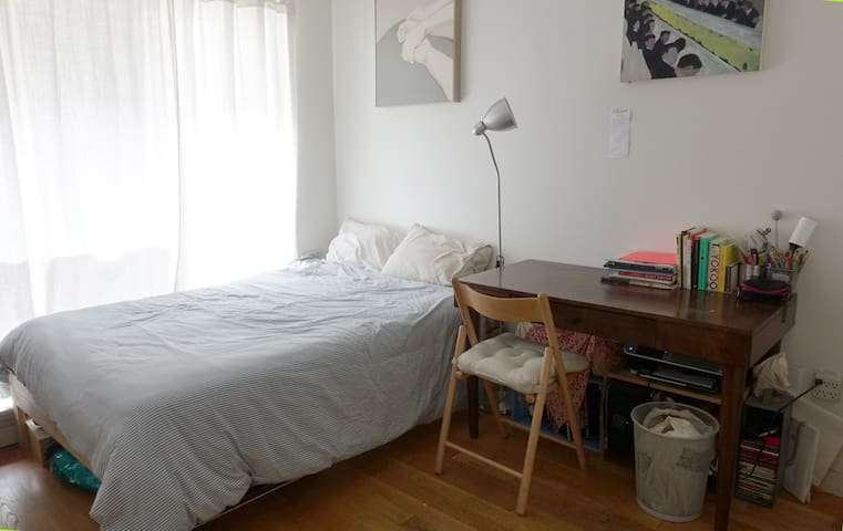 Cute Comfy Room in Greenpoint