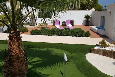 Detached villa with pool, 500m from La Zenia Beach