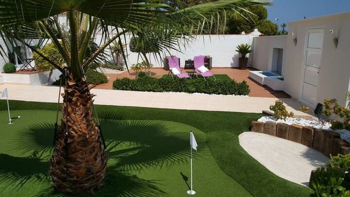 Detached villa with pool, 500m from La Zenia Beach