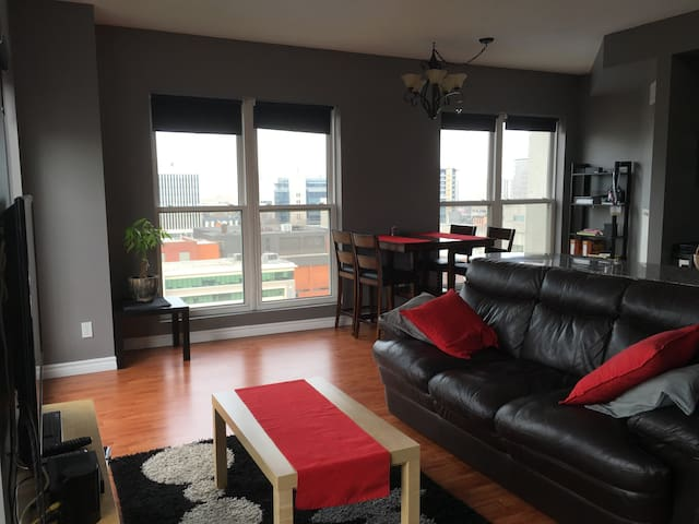 Two Bedroom Downtown Modern Condo - Hamilton - Condominium