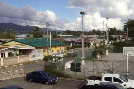 Sunny friendly environment - San Juan - Hus