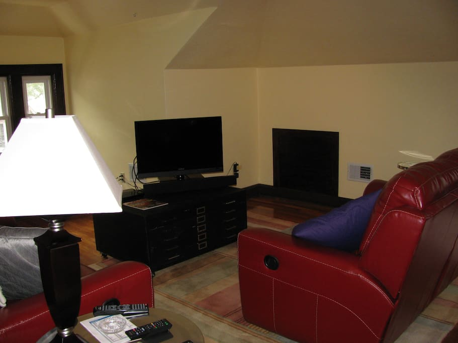 Third floor lounge, view of TV area with 2 recliner sofas