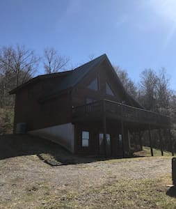 Starlit View Log Cabin  private mountain views