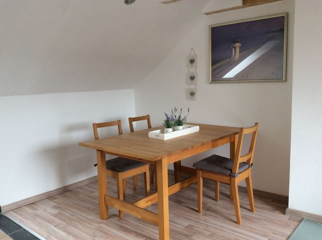 2 Zimmer Dachgeschoss Wohnung - Ronnenberg - Leilighet