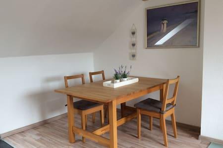 2 Zimmer Dachgeschoss Wohnung - Ronnenberg - Lejlighed