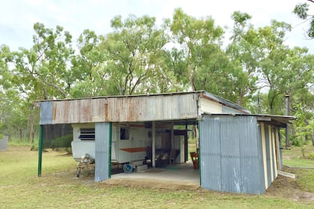 The Caravan Shack Outback Solar- Powered Eco Site
