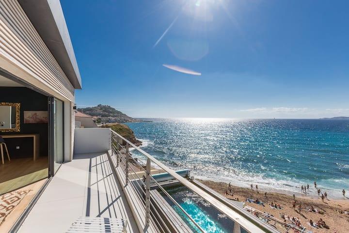 Luxueuse maison avec piscine en front de mer