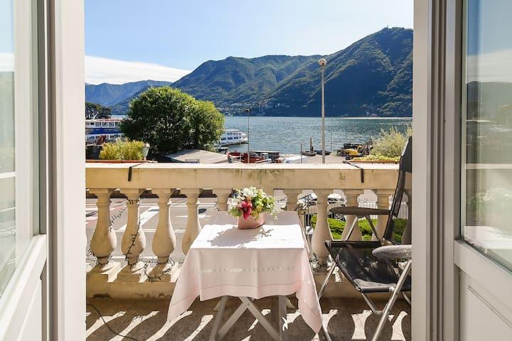 Beautiful apartment balcony/lake view