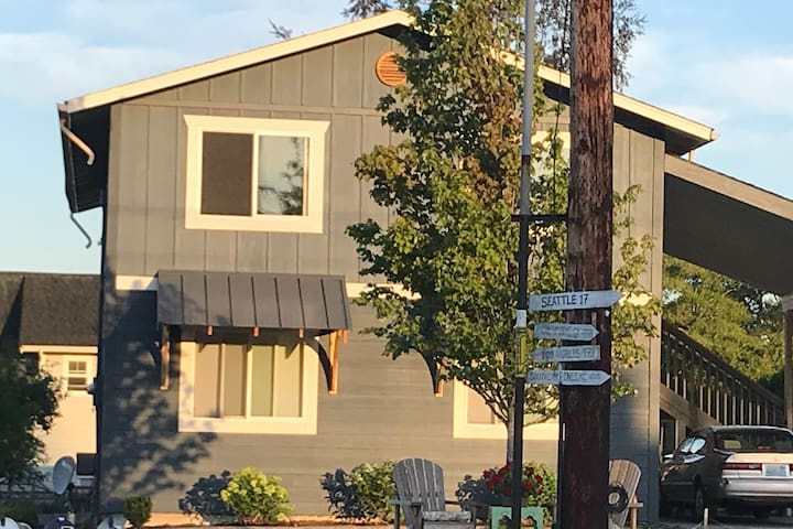 Two bedroom Apartment in Old Town Poulsbo