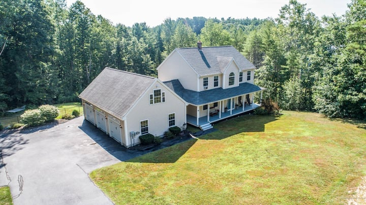 Spacious home near Portland/Sebago + hot tub/pool