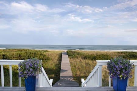 Unique 100% Oceanfront Hamptons - House
