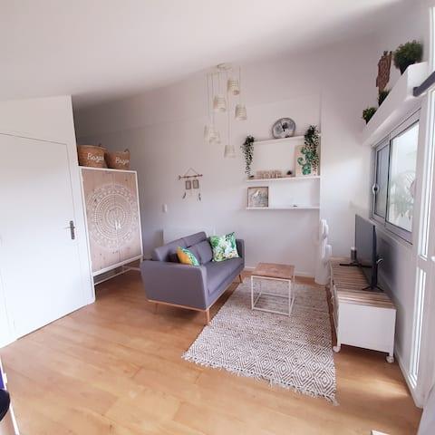 Beau studio indépendant avec terrasse privative