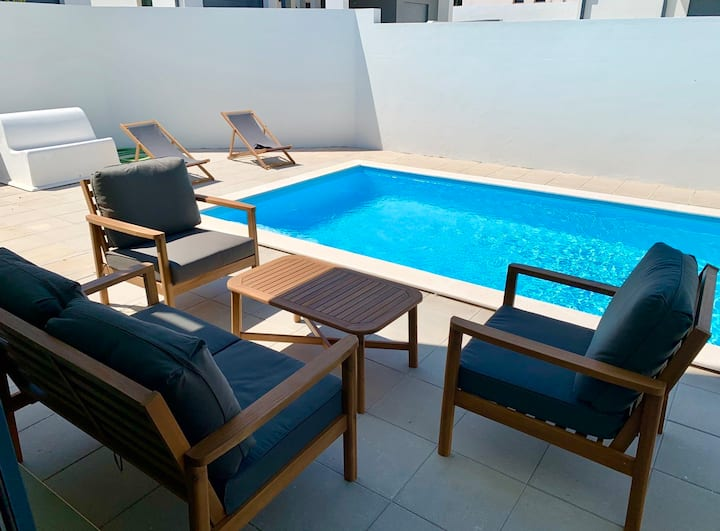 New modern 3 bedrooms Villa with pool close Nazaré