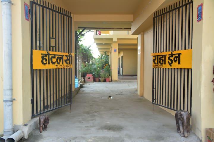 Sauraha Inn