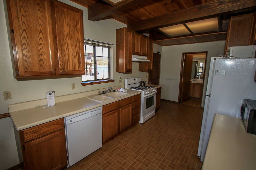 Fridge,Refrigerator,Indoors,Kitchen,Room