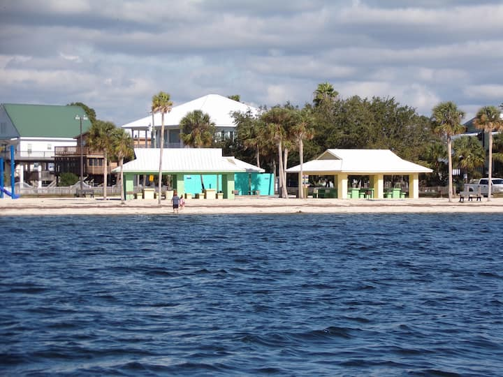 Leisure Retreats minutes to Keaton Beach