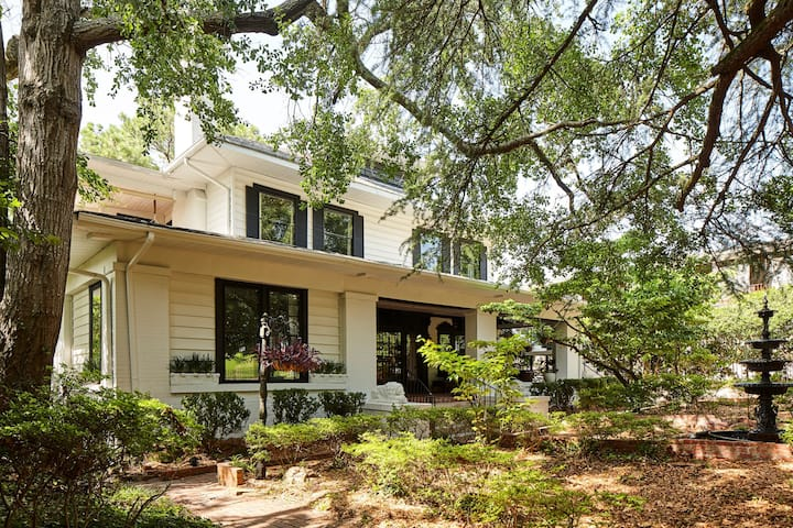 Eden Brae - Private Southern Gothic Mansion in Highland Park - Walkable, Perfect for Families and Groups