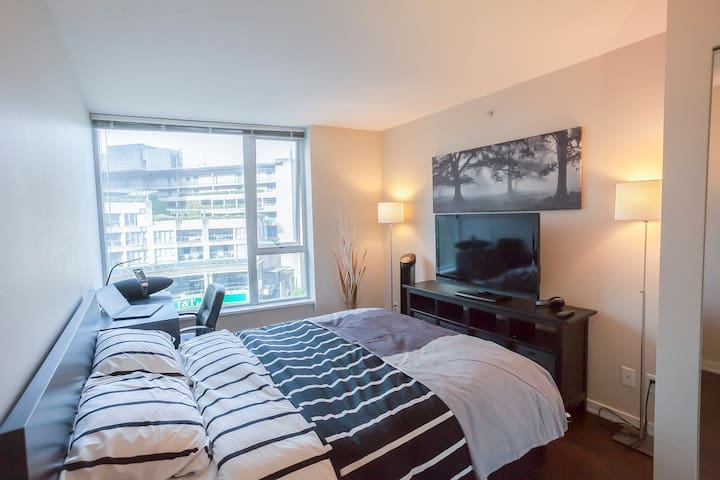 Private Master Suite Vancouver Downtown Gym Pool