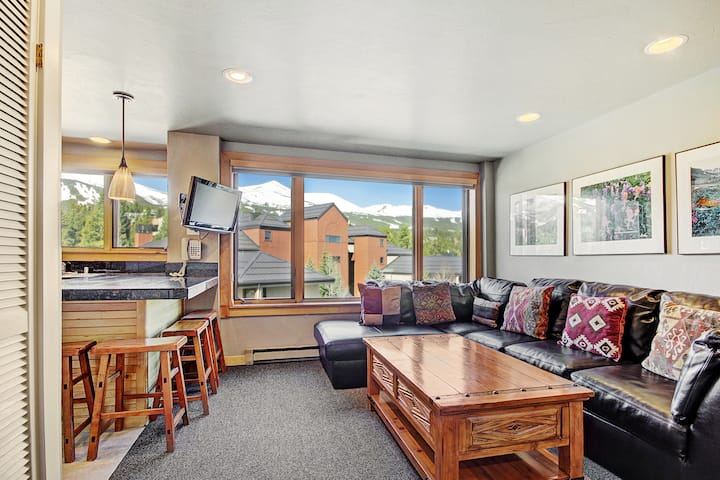 Downtown Studio w/ Sunny Alpine Views- Sleeps 4!
