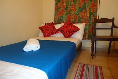 Lady Gordon's Home stay single room with attach BR - Kandy - Oda + Kahvaltı