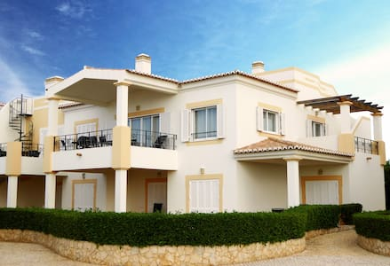 Stunning 3 bedroom villa, very close to the pool