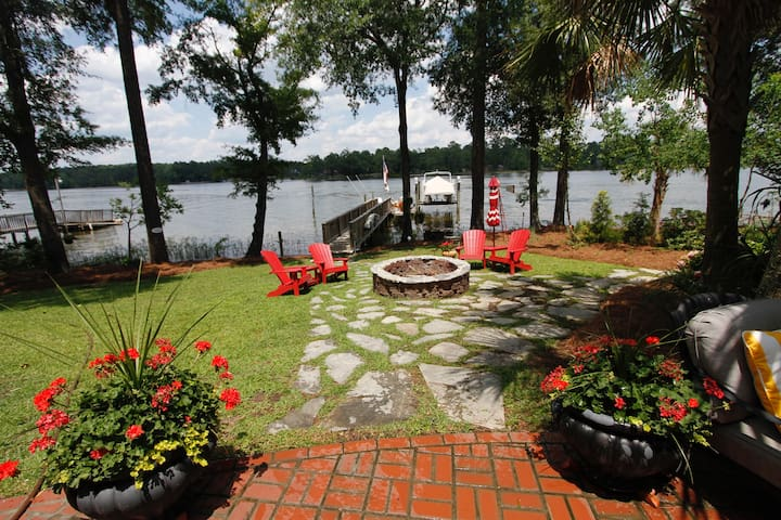 Spacious in-law apt w/kitchen on Lake Murray - Chapin - 一軒家