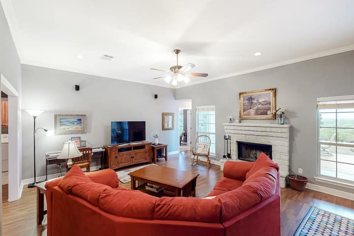 Beautiful country home w/central AC, free WiFi, wood-burning fireplace, & deck!