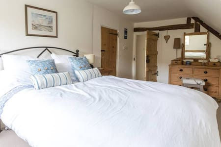 Double room, en-suite with private sitting room