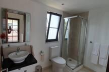 Badezimmer Nr. 2 oben