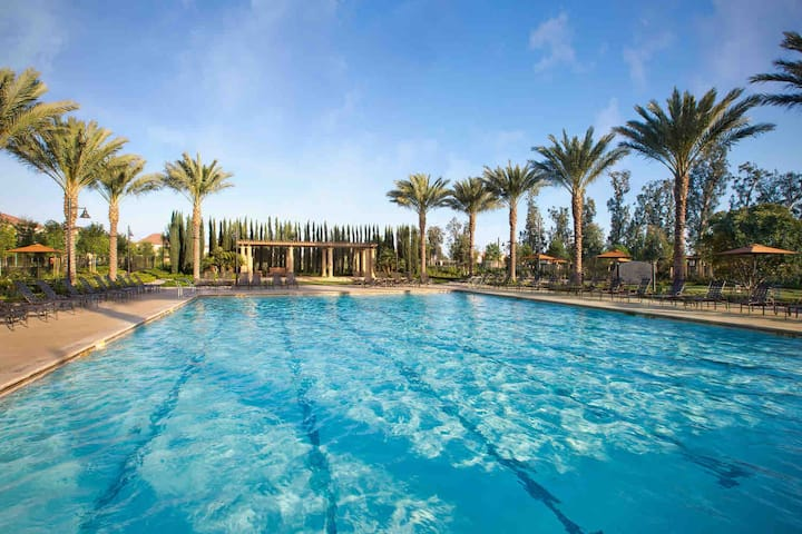 Pool Open- 3BR/2.5BA 2000sq ft.HOUSE